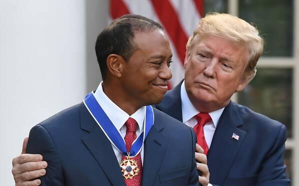 特朗普授予老虎伍兹总统自由勋章