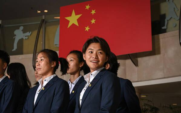 中国女足出征世界杯 王霜领衔众金花