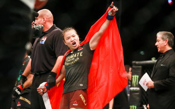 张伟丽42秒TKO安德拉德 为中国拿下首个UFC金腰带