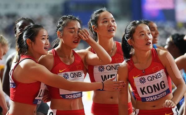 抹泪!交接失误 中国接力女队成绩取消 男队获第6