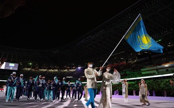 仙女下凡!哈萨克斯坦女旗手火了