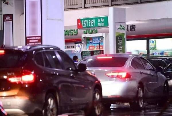 """""""车友""""传了十年的4个加油谎言!油站员工出来辟谣:别再被骗了"""