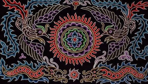 彝族五彩裙 民族刺绣 ▲其他民族刺绣 特色民族织锦   广西的织锦