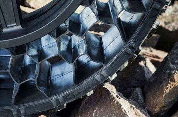 """充气轮胎要""""下岗""""?新轮胎被专家一顿猛夸,老司机却说啥都不用"""