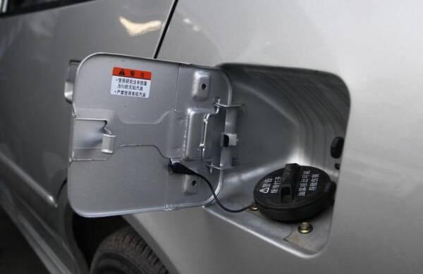 加油时车主说了这两个字,不仅容易毁车,还可能给自己带来危险!