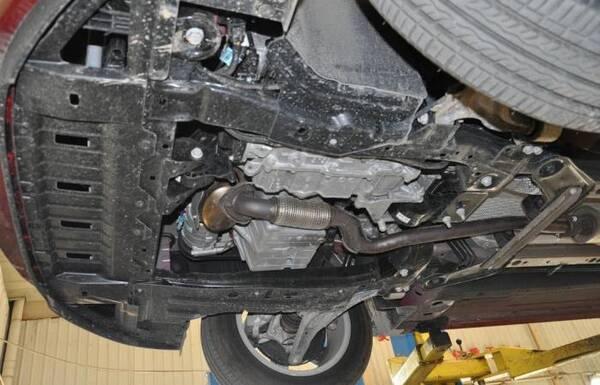 发动机下护板应不应该装?维修师傅最后解释一次,别被销售忽悠了
