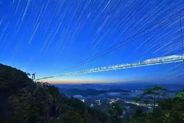 广西首座7d特效玻璃桥来袭~再也不用去张家界了!