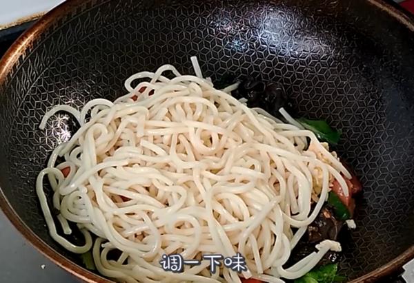 炒面条怎么做好吃?教你一招,简单一做,比河南炒面条好吃10倍!