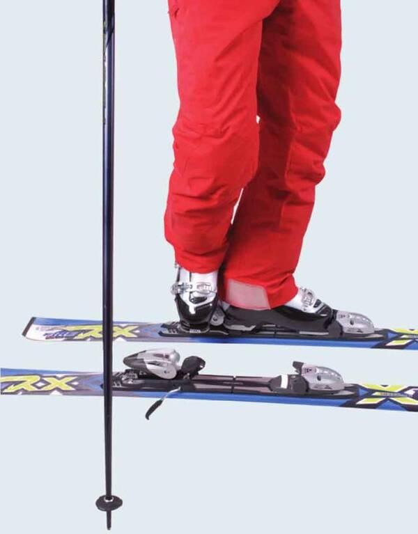 用方法固)�_也可以用第二种方法,用手压或脚踩的方式松开固锁柄,卸掉滑雪板.