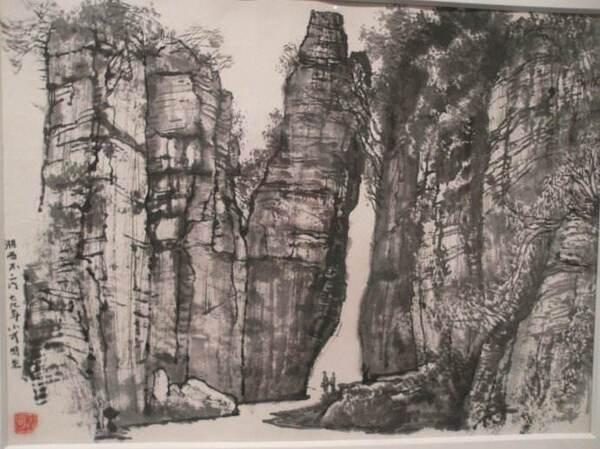 中春田平漫画月光_小路上,随处可见青苔,青苔爬过时光,爬过月光,爬上路旁的岩石,爬到