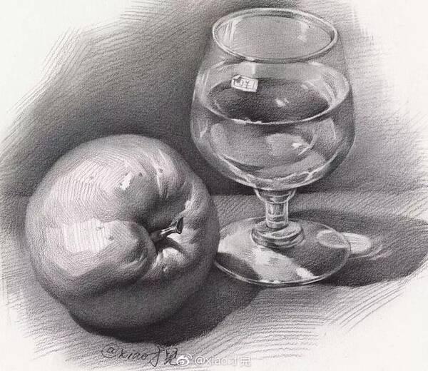 单个苹果结构 西红柿结构 ▼ 画好素描静物,衬布也非常重要 衬布比较