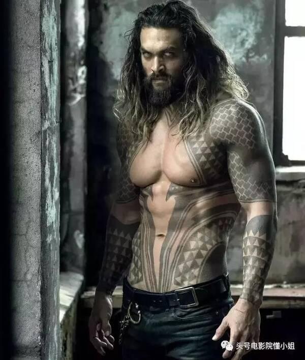 """39岁粗犷""""海王""""最爱蝙蝠侠,打架缝140针成断眉,曾签名图片"""