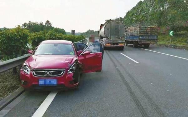 """高速行驶的""""四不准""""!不少事故都因第三条,老司机更应该多看看"""