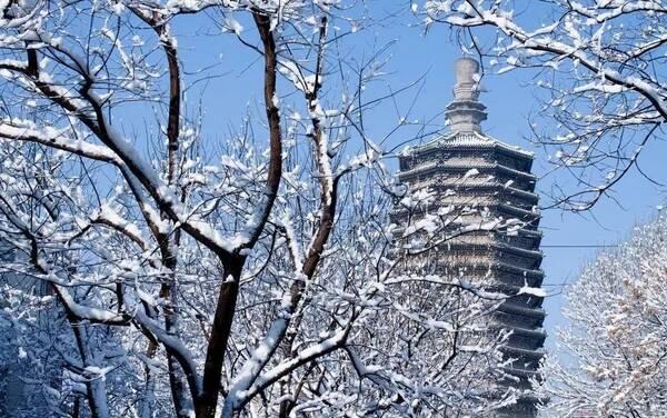 """""""富有音乐的韵律, 是中国古代建筑设计中的杰作"""" 是建筑学家梁思成"""