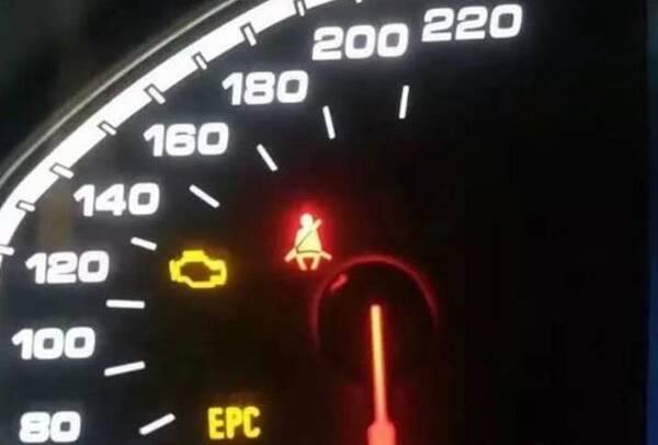 """仪表盘上""""蹲马桶灯""""是何意思?老司机见了都不认,很容易闹笑话"""
