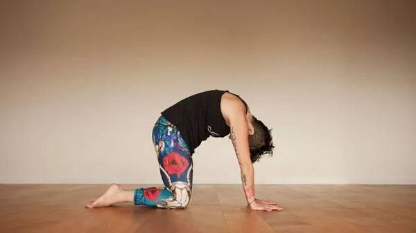 每天15分钟瑜伽理疗,有效缓解肩颈不适图片