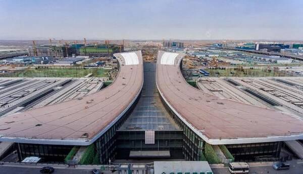 北京大兴国际机场工程自2014年12月26日启动,历时整4年,目前4条跑道