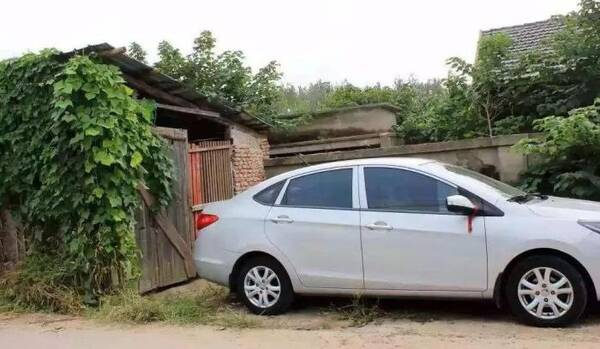 农村人借钱也得买车图什么?听数十位车主回答后,喷子们都闭嘴了