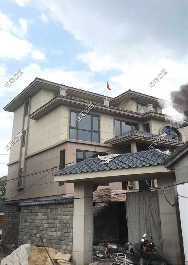 别墅断货,别墅从500涨到1200,终于150万建起农村红砖石子名都东海图片