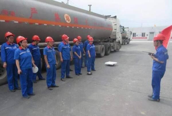 汽油要分92号和95号,为何却不见油罐车分标号?加油工说出了猫腻