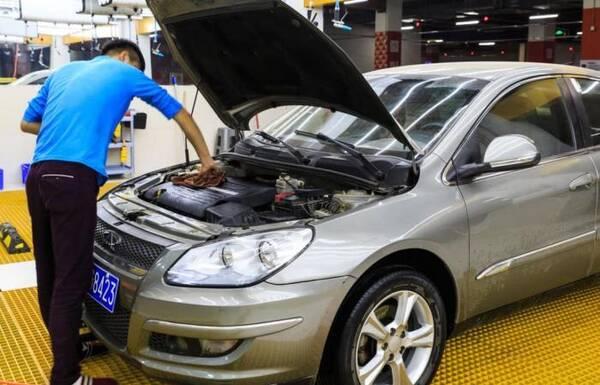 """油耗一高就怪车孬?五种驾驶习惯有三样,让卡罗拉都成""""油老虎"""