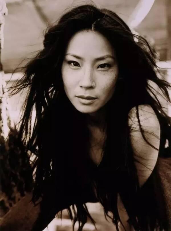 亚州女人�9�'�od9o9f�x�_她被骂丑如恐龙,演过限制级影片,竟是西方人眼中最性感的亚洲女人!