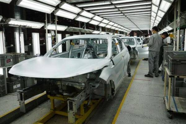 钢制车身易生锈,为何车企不考虑一下不锈钢?设计师:想用不敢用