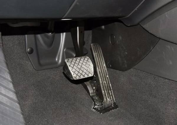 """底盘滴水就是车坏了?出现这四种""""故障""""很正常,不要白花修车钱"""