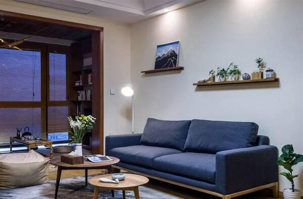 大气而又时尚的沙发背景墙设计,看下有你喜欢的吗?图片