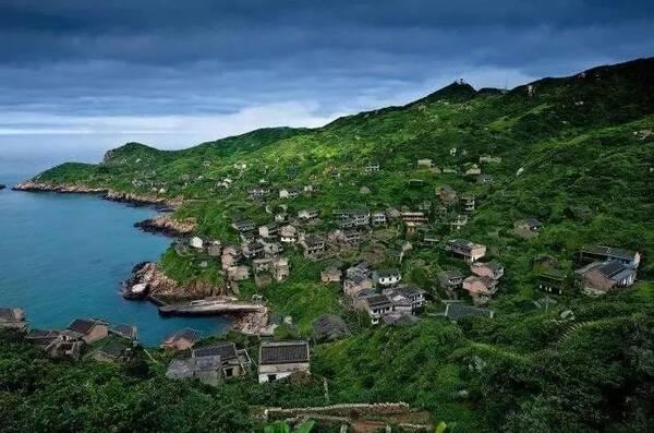位于舟山本岛沈家门渔港的南面,面积43平方公里,为舟山群岛第七大岛.
