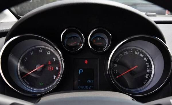 车加满油后动力变强,是车主的错觉吗?内行人说完,车主:加油去