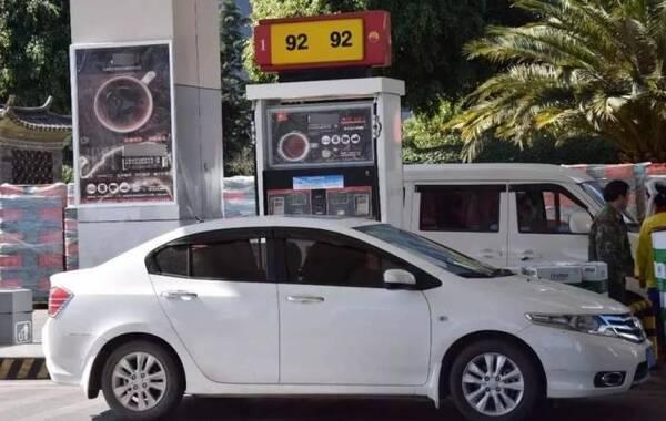 92号与95号油混加使用会怎样?车主好奇尝试一次,结果出乎了意料