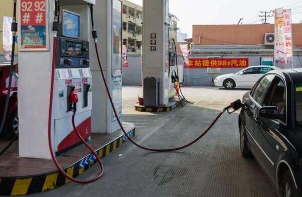 车子油箱在左边或右边有啥差别?加油工句句在理,说得车主直后悔