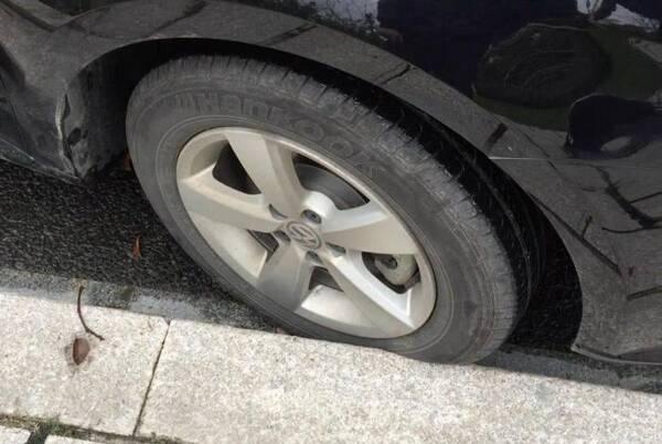"""号称""""轮胎杀手""""的四样东西!沾三样就易爆胎,第四个还防不胜防"""