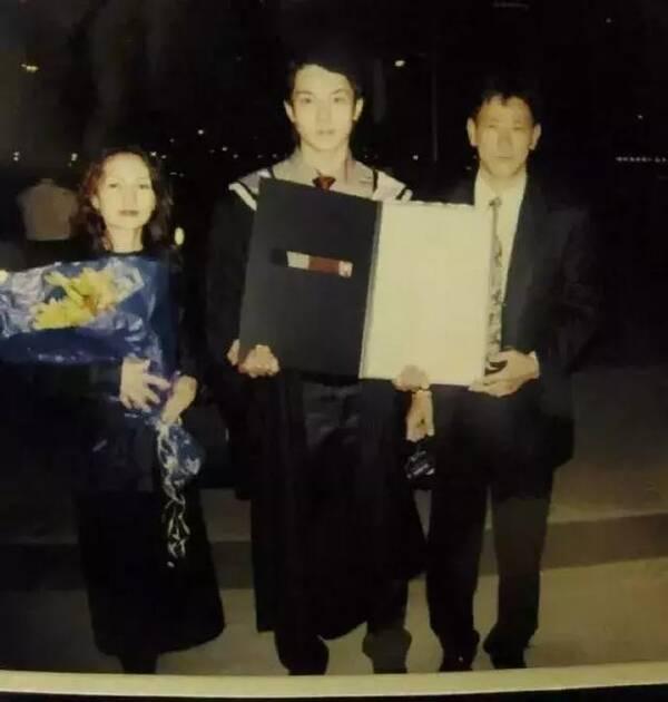 72岁吴尊爸爸首次曝光,竟然比39岁儿子还要帅!