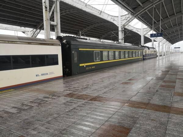 据中铁十局指挥部安全总监黎兴良介绍,这列火车是早上8时从南通东站