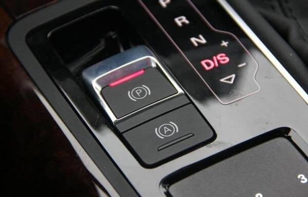 车速超过100Km/h后,车上这4大功能会失效,跑高速可得悠着点
