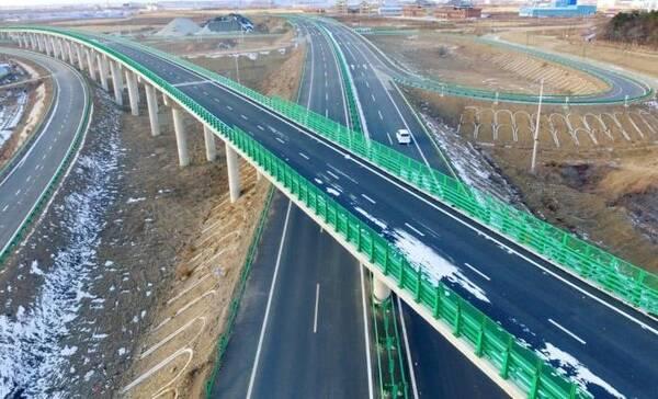 为何国内高速的直线路程最多只有2.4千米?车主了解后直呼:有用