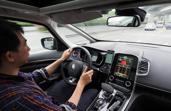 SUV与轿车不一样!开车时还敢做这三件事,危险性可能会翻倍