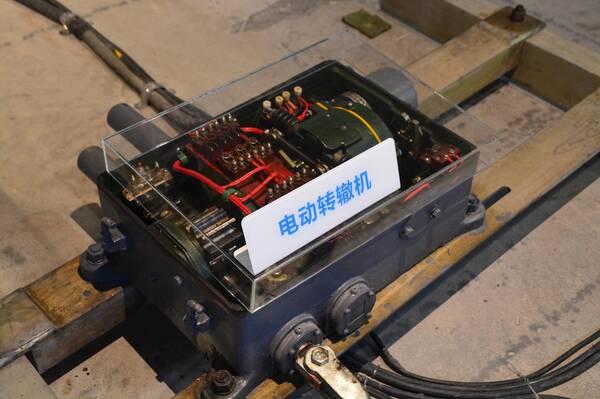zd6系列电动转辙机是目前用量最大的转辙机之一,它的用途是改变道岔