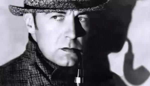 吉列特另一个贡献是给了福尔摩斯一个弯嘴烟斗.图片