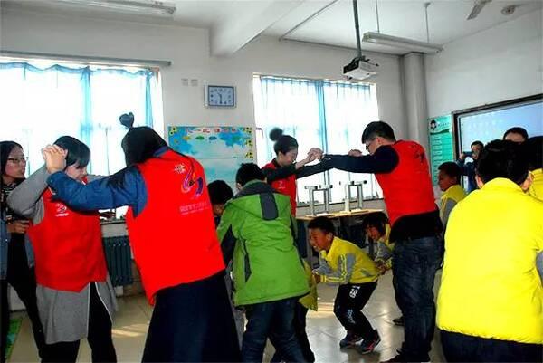 关爱聋哑儿童 市立志愿服务让爱有声