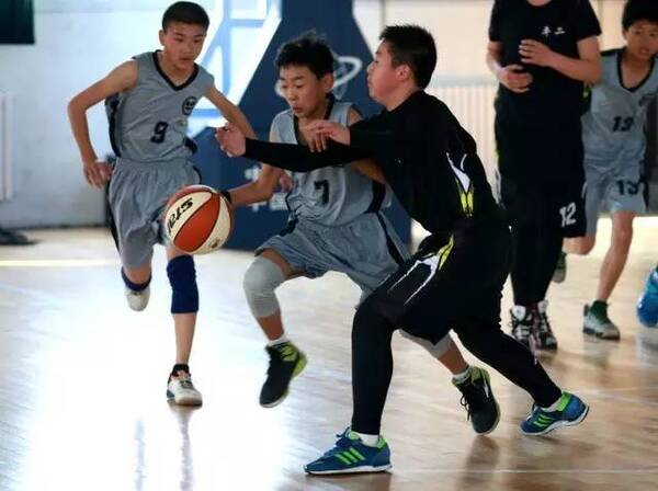 篮球朋友|初中,该你上场了!一的少年给校园封信图片