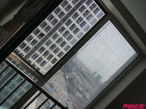 济宁万达公寓出现建筑质量问题,真空玻璃突然