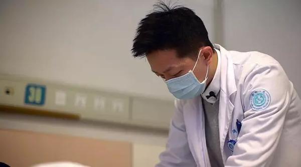 外科医生手绘人体器官, 心脏肠子超逼真, 猫咪看见张嘴就咬