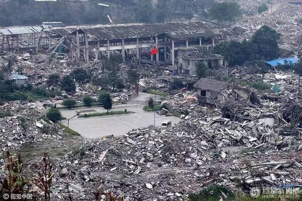 图为2008年9月18日,四川汶川地震遗迹映秀镇的景象,映秀废墟中的映秀