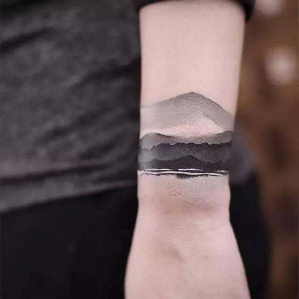 她把中式水墨刺进了皮肤里,让纹身美成了一幅画!
