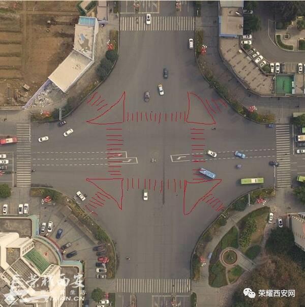 西安十字路口设计太落后!通行效率太差!图片