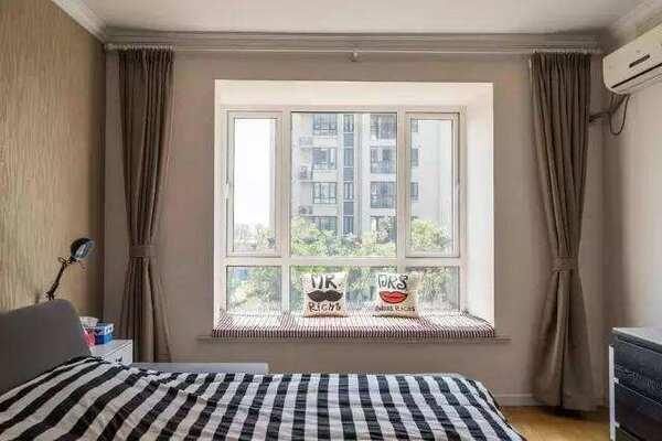 减少浪费 壁纸适合使用在卧室房间或客厅的四面墙壁,但不宜选用在房顶