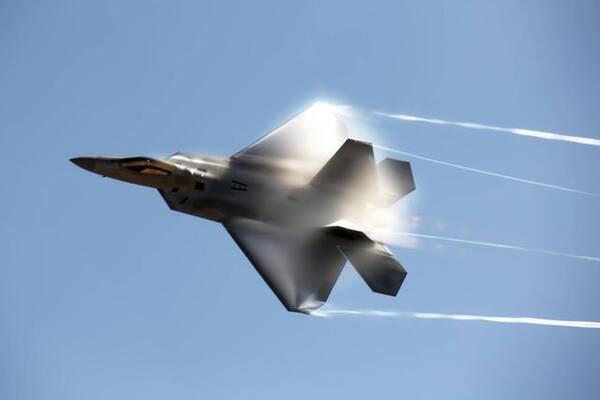 日本为什么一架f22战斗机都买不到?因美国防日本同防